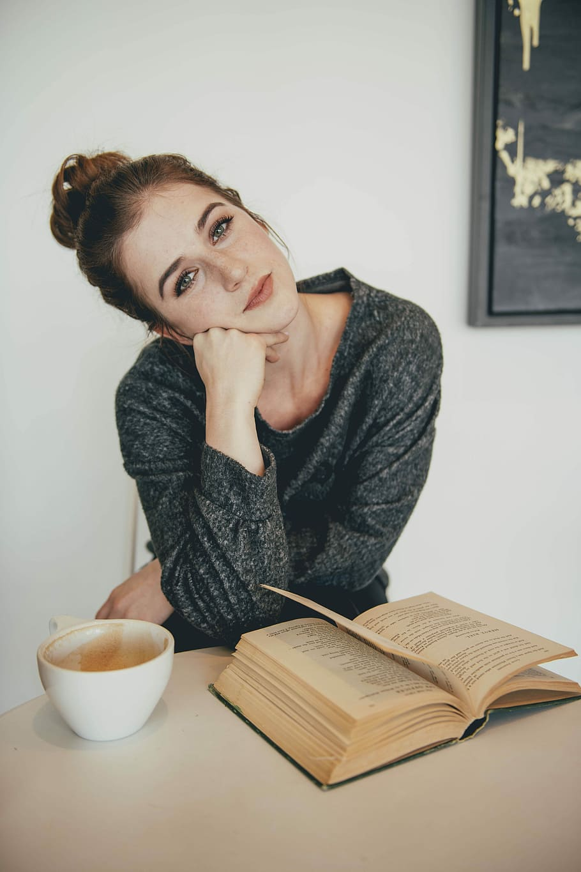 portrait-redhead-reading-coffee